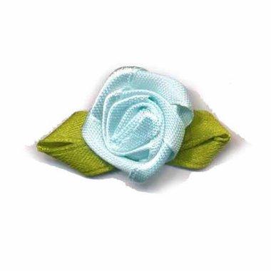 Roosje satijn licht blauw op blad 20 x 40 mm (ca. 25 stuks)